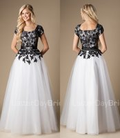 black and white prom dresses - 2015 Black And White Long A line Modest Prom Evening Dresses With Sleeves Lace Appliques Tulle Floor Length Simple Party Dresses Gowns MP01