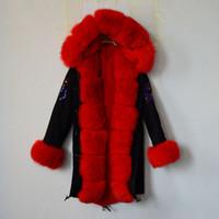 Mode Royaume-Uni perles noir long veste doudoune fourrure rouge avec fourrure de fourrure de fourrure fourrure de fourrure parka chauve-femme manteaux femme hiver