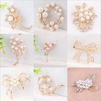 best anniversary gift - 15 Mix Style Wedding Brooches Gold Pearl Crystal Rhinestone Flower Bouquet Butterfly Brooch Pins Best Gift