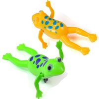 Cheap 2pcs Clockwork Toy Swimming Frog Baby Kid Bathing Tub Pool Playing Wind-up Toy for kis Green Yellow Color Free Shipping