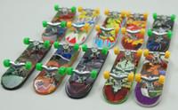 Wholesale Fashion creative children s toys cute cartoon mini finger skateboard move gentle alloy stent scooters