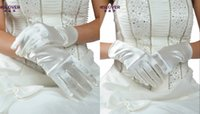 Wholesale Short white dress gloves factory new models for sale cheap short paragraph sets mittens decorated Korean women s gloves HY00108
