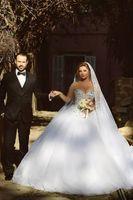 Wholesale Fashion Veils Designer New arrival Vintage White Ivory Short Tulle Wedding Bridal Veil Elbow Length Layer Beaded Lace Appliques