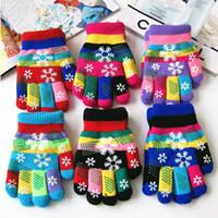 Mignon Enfants Gants pour l'hiver Enfants Gants en tricot chaud Snowflake complet Finger stretch Gants Unisexe Gants Garçons et Filles moufles 6 Designs