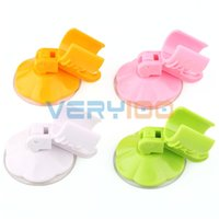 Wholesale Brand New Bathroom Suction Cup Shower Head Holder Strong Attachable Wall Mount Bracket order lt no track