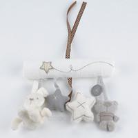 al por mayor plush toys with music-Conejo de la venta caliente de la música del bebé cama colgante del asiento de seguridad de peluche de juguete campana de mano de múltiples funciones de la felpa del cochecito móvil regalos de F * USMHM779