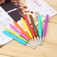 Wholesale Set of Multi Colour Soft Grip Handle Aluminum Crochet Hooks Knitting Needles Promotion
