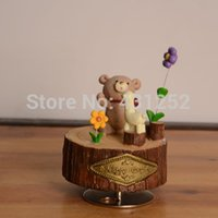 Wholesale Resin mechanism music boxes carriages with Castle in the sky Happy Days Cartoon Bear cajitas caixa de musical