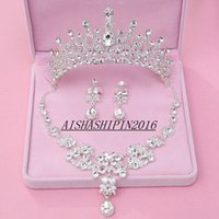 Wholesale Cheap Three Pieces Bridal Accessories New Crystals Beaded Tiaras Earrings And Necklace Set Hand Made Wedding Accessories VE