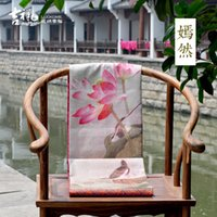 Wholesale Bird and Flower Peony High grade soft fitted table runner