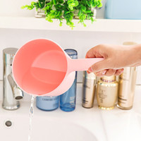Wholesale B04 thick frosted plastic long handled kitchen bailer flood spoon ladle scoop water baby bath