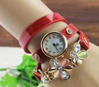 al por mayor pulseras de cuero del remache de la flor-2015 nuevas mujeres de los relojes de la correa de cuero de la vendimia fijados mujeres de la pulsera de la flor del taladro del remache viste el reloj de pulsera