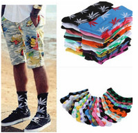 Wholesale MOQ pairs colors cool socks Maple Leaf socks Maple leaf cotton high socks men women sport Socks