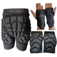 Wholesale NEW cm Thick Ski Skiing Set Hip Shorts PantsPad Kneepad Wrist Support Hand Protector Outdoor Sports