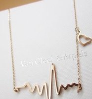 Wholesale Simple Wave Heart Necklace Chic ECG Heartbeat Gold Plated Pendant Charm Lightning Necklace for Women Vintage Jewelry Accessories