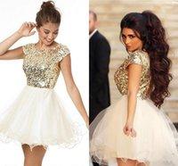 Best Selling Golden Shiny Golden Sequins Homecoming Robes Vente Jewel Neck Short Prom Party Gowns Manches Cap Robes de mariée de Demoiselle d'honneur
