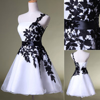Wholesale 2015 New Party Homecoming Prom Dresses Wedding In Stock Formal Gowns With One Shoulder White Black Lace Lace Up Actual Image SD118