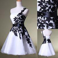 achat en gros de robes réelles noir-2015 nouveau parti Homecoming Prom robes mariage en Stock Robes formelles avec une épaule blanc dentelle noire dentelle jusqu'à SD118 de l'Image réelle