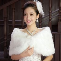 artifical fur - High QualityWedding Capes Short Haired of White Beads Modified Dress Bridal Cape Personality Fur Warm White Artifical Wool Wedding Cloak ZYY