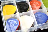 30pcs Alicia que proyecta la guitarra eléctrica acústica de nylon selecciona la caja de la caja del sostenedor de las selecciones del plástico de Plectrums + 1 que envía libremente