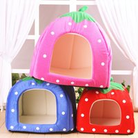 Wholesale Fashion pet strawberry house foldable dog houses different colors availble