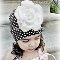 Wholesale 1PC Hot Fashion Christmas children hats kintted hats baby hats with beautiful pink flowers dot design crochet caps Drop Free