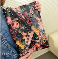 Vente en gros-Produits à bas prix Punk Trend Rivet sac à main d'embrayage à l'huile d'enveloppe Sac à bandoulière Cross-Body Sac à main pour femmes
