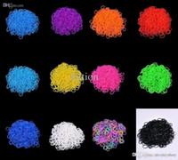 2014 Nouveau 12 couleurs Hot vendre Bands famille Loom Bracelet caoutchouc, silicone Loom Recharges de bricolage (600 bandes + 24 S Clips / Paquet)