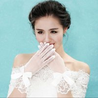 Wholesale Tulle Wrist Length Bridal Gloves With Bow Beaded With Pearls Bridal Glvoes October Wedding Style