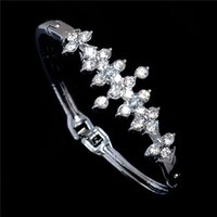 Wholesale New Coming Women s Luxury Silver Plated Bracelet Special Wedding Jewelry Shinning Synthetic Rhinestone Design Bracelet
