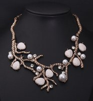 Wholesale Fashion Necklaces For Women Vintage Pearl Rhinestone Tree Necklace Short Clavicle Choker Statement Women Jewelry