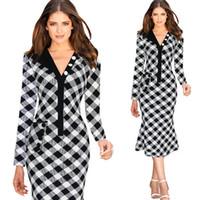 achat en gros de xxl mi robe de veau noir-Noir Robe Blanche Plaid Robes Femme d'été 2015-2016 Robe Eté Nouvelle Mode Dames V Neck Casual Mi-Veau Robes Avec Ruffles 4466xl