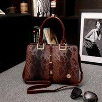 Wholesale 2016 high grade crocodile grain decoration ms messenger bag fashion lady handbags