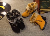 Las señoras de la manera embrollan los cargadores del invierno los zapatos de tacón alto venden como los cargadores cortos femeninos de la cabeza redonda de las tortas calientes