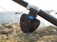 al por mayor pesca con caña-mordedura de alarma pesca al aire libre de luz LED Clip caña de pescar electrónica mordida alarma de pesca en dos colores el envío libre de la batería