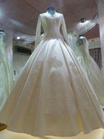 Wholesale White Lace Appliques Ball Gown Wedding Dresses Long Sleeves Crew Neckline Button Back Full Lace Back Luxury Floor Length Petticoat