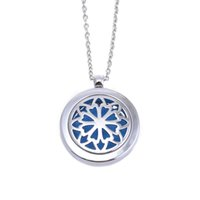 Wholesale 5Pcs Stainless Steel Essential Oil Diffuser Locket Aromatherapy Necklace Floral Openwork New Design Essential Oil Diffuser Pendant