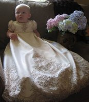 Wholesale Vintage Lace Beaded Baby Christening Dresses With Bubble Short Sleeves Long Satin Appliques Baptism Gowns Luxury