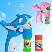 Cheap New Children's toys 2pcs lot blowing bubbles gun cartoon dolphins soap bubbles automatic bubble machine Brazil free shipping