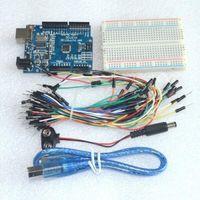 al por mayor batería de arranque del puente-Kit de inicio para arduino Uno R3 - Paquete de 5 artículos: Uno R3, tableros de pan, cables de puente, cable USB y conector de batería de 9V