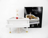 Wholesale Small piano ballet rotating piano music box chain wound up serinette lovers gift