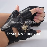 Wholesale Men s Motorcycle Gloves Sheepskin Leather Fingerless Half Gloves Skull Studs Fingerless Black Cowhide Leather Gloves