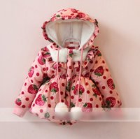 Wholesale Autumn Winter Chidlren Childs Flannel Overcoats Long Sleeve With Hoodied Drawstring Porn Strawberry Printed Grisl Coats Girl Coat J2383