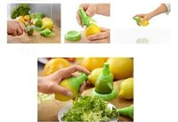 Wholesale Set Hand Held Fruit Squeeze Juice Spray Juicer Exprimidor Sprayer Nebulizer Colors to Choose
