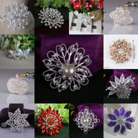 brooch rhinestone - 2015 Mix Style Wedding Brooches Silver Pearl Crystal Rhinestone Evening Prom Dresses Pins Flower Bouquet Butterfly Brooch Pins Best Gift
