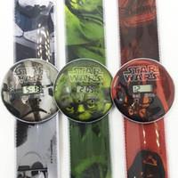 Precio de Gifts-estallidos de dibujos animados ver Star Wars reloj Starwars Slap pulsera venta de regalos electrónicos Slap Snap niños regalo de silicona reloj de cuarzo navidad