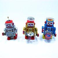 Wholesale Vintage handmade wind up walking radar Robot Tin Algam toy gift Clockwork toys bar cabinets decoration