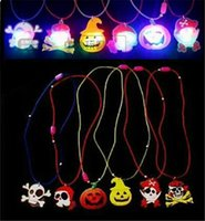 Wholesale Hot Christmas Necklaces Halloween Decoration Led Cartoon Pendant Glow Flash Yellow Pumpkin Pendant Necklace Party Favor Light Up Kids Toy