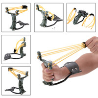 band catapult - 2 Rubber Bands Folding Wrist Slingshot Catapult Outdoor Games Powerful Camouflage Hunting catapult Bow Arrow Tools