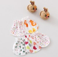 Wholesale Comfortable Newborn Cartoon Heart Flower gauze gloves anti grasping gloves baby mitts Small baby products Cotton Mittens